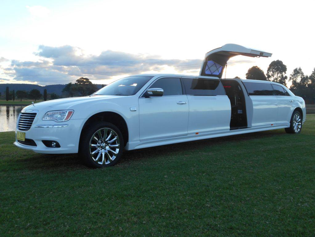 & 300C 12 Seater Stretch Chrysler Jet Door - Impressive Limousines pezcame.com
